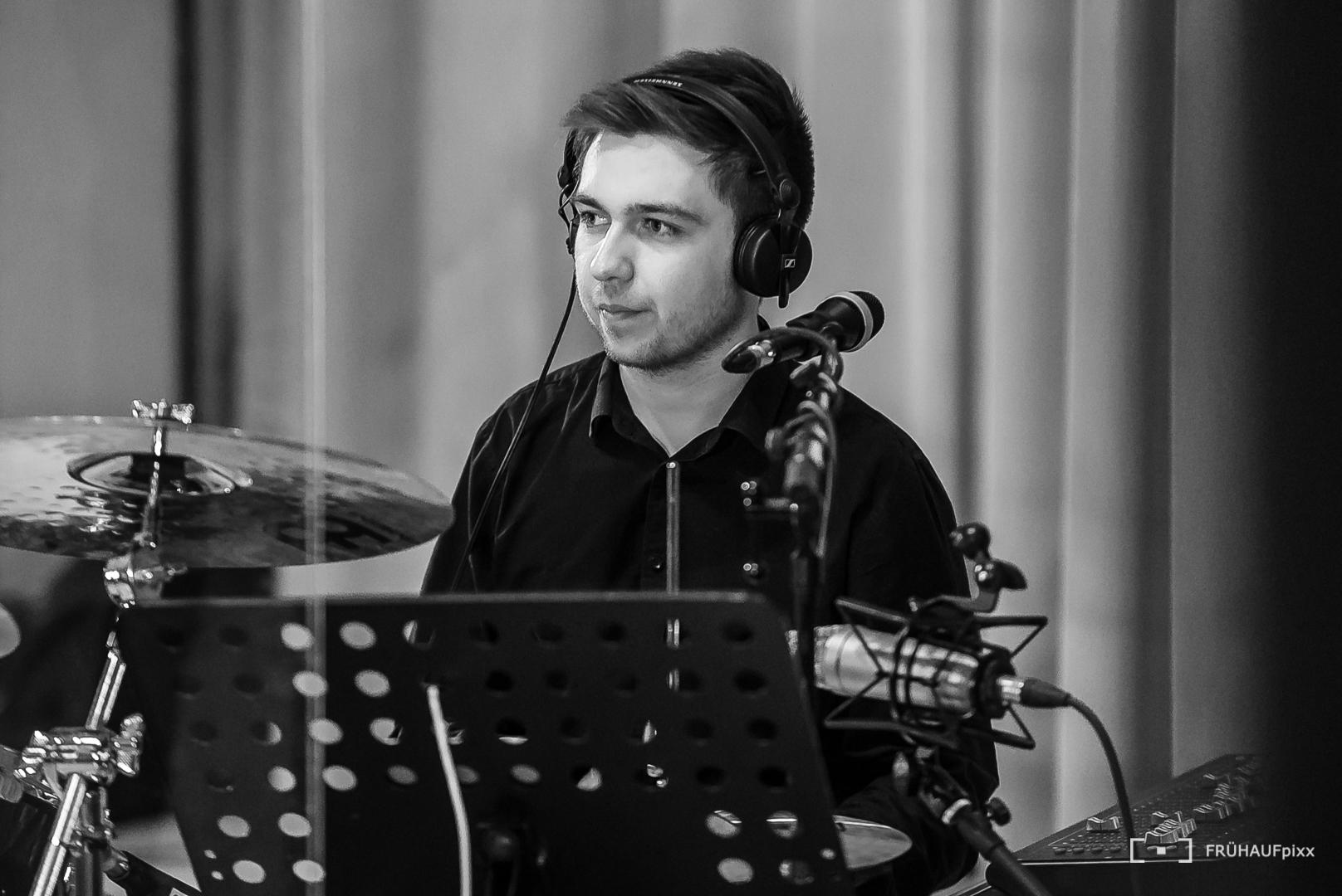 Dominik Vogl : Drums, Vocals